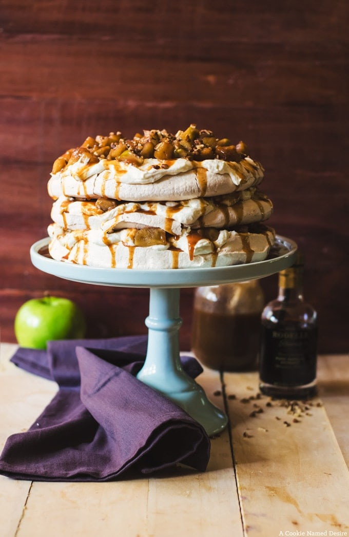 apple pie pavlova