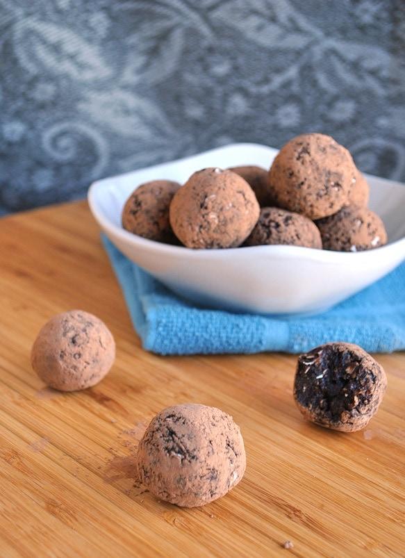 chocolate blueberry energy ball