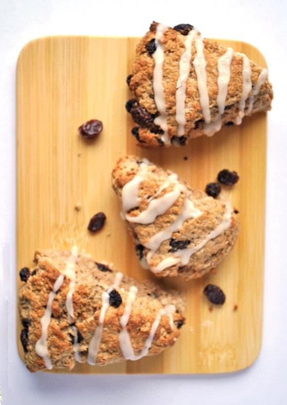 cinnamon bun raisin scones