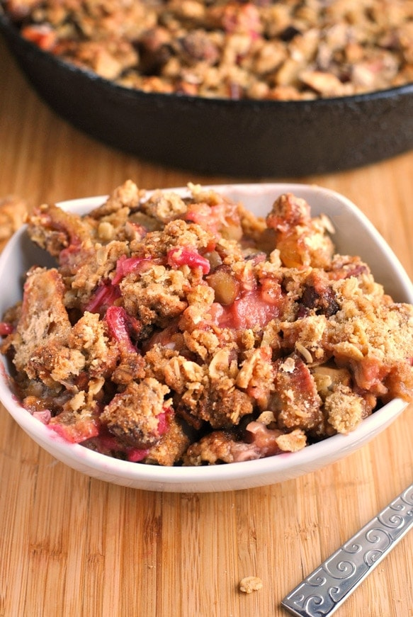 rhubarb pear almond crumble