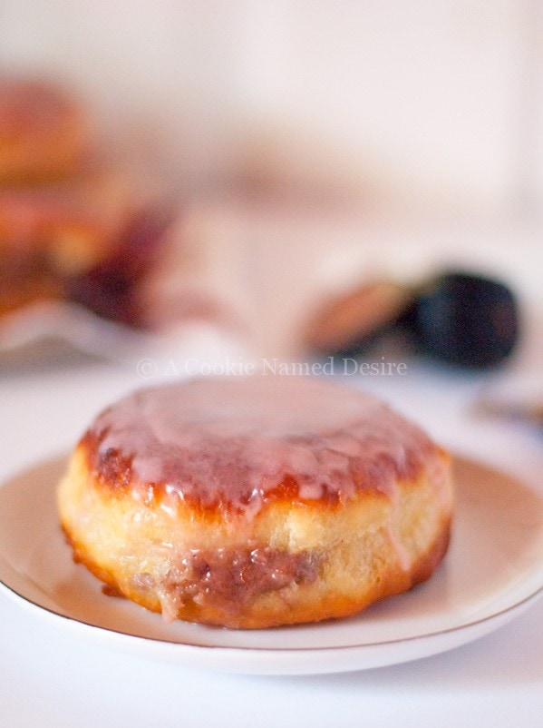 caramelized-fig-hibiscus-cream-cheese-doughnut