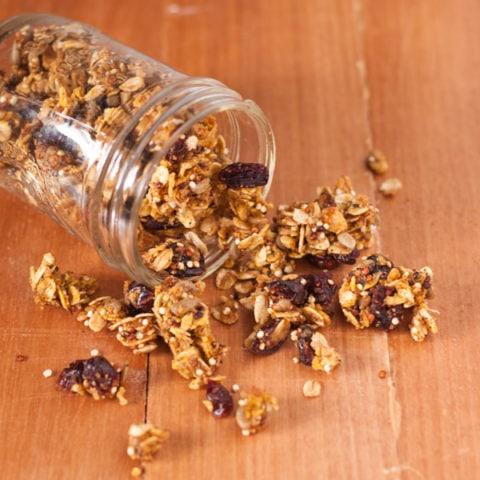 Skinny Quinoa Pumpkin Spice Granola | @cookiedesire