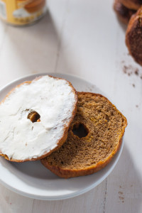 Pumpkin bagel recipe with ginger cinnamon sugar | @cookiedesire