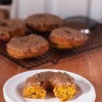 A delicious seasonal Pumpkin Donuts with Pumpkin Spice Caramel Glaze |@cookiedesire