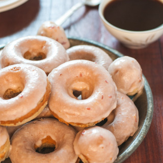 These baked plum spice doughnuts are seriously to die for! Not to mention perfect for the holidays.