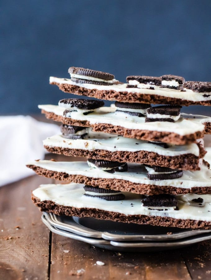 Cookies and Cream Brownie Bark