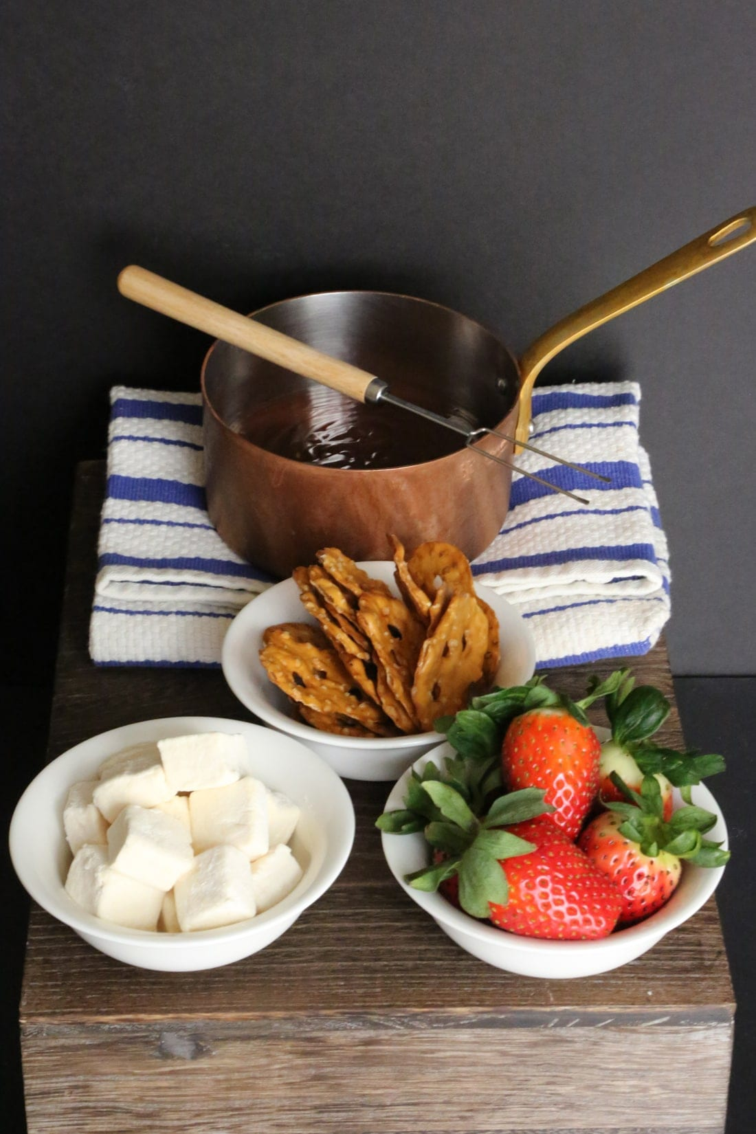 5c7496feedb41735_chocolate-fondue-set-up