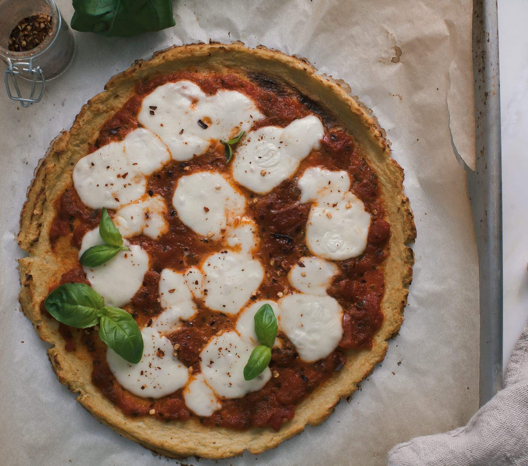 Cauliflower-Crust-Margarita-Pizza-5