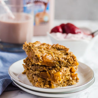 Four ingredient apricot almond oat bars are the perfect healthy snack that will keep you satisfied and full until mealtime. Pair with a glass of milk for an even more balanced treat!