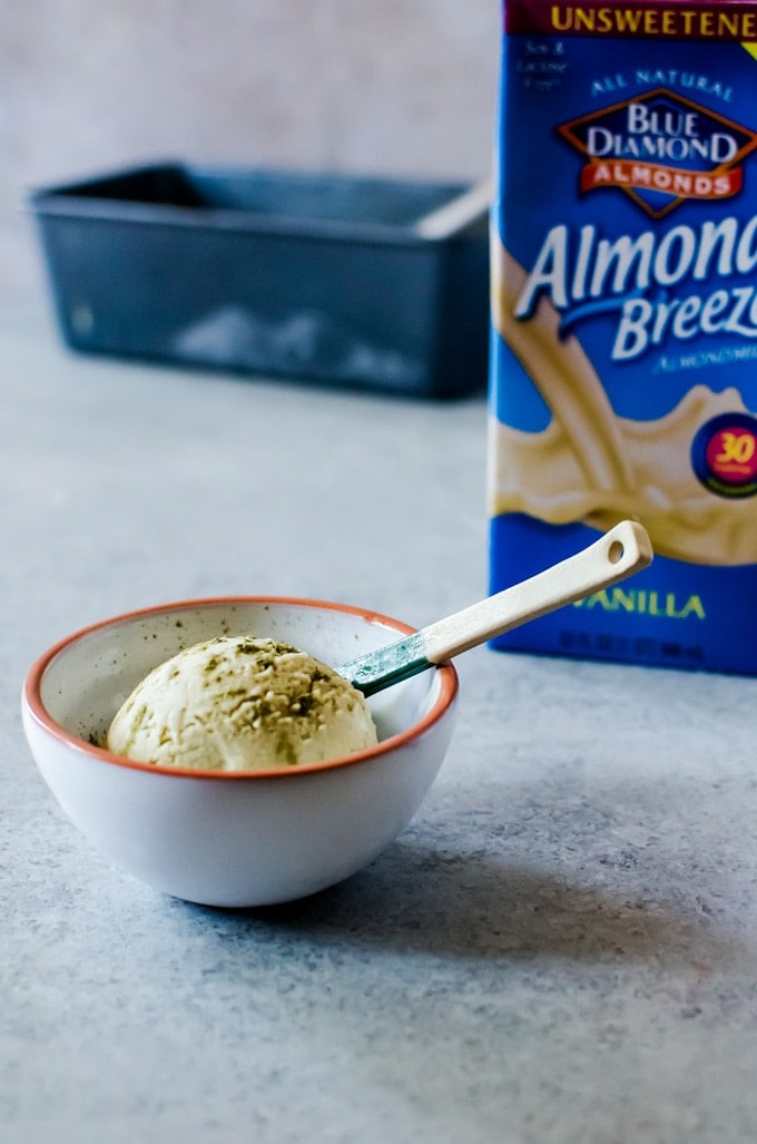 A cramy coconut matcha ice cream with light floral and nutty notes. This delicious ice cream is simple to make and vegan
