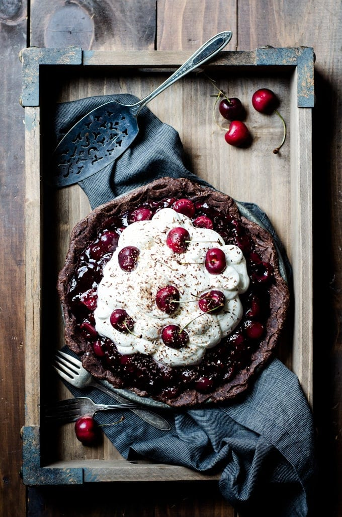 A gorgeous black forest pie that is simple and utterly irresistible. It's so hard for me to stop at just one slice!