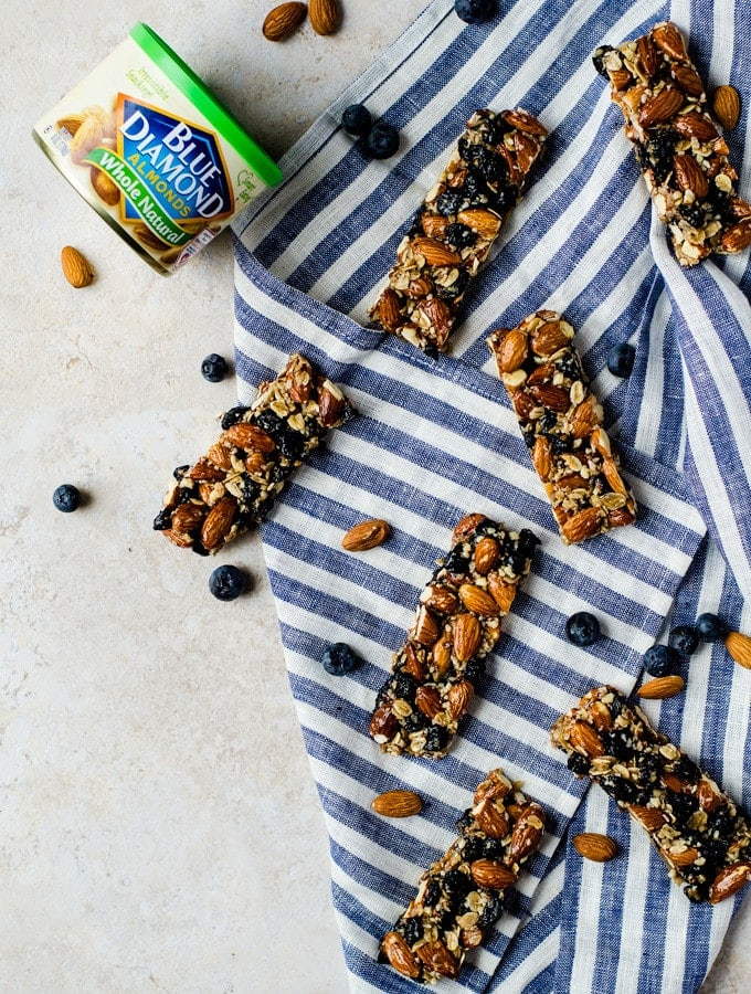 This blueberry vanilla almond granola bar is the perfect way to keep going this summer when you need that extra bit of fuel.
