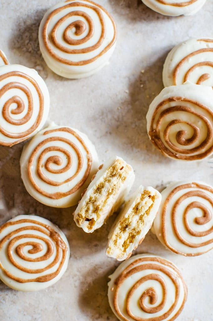 There is nothing quite like these cinnamon roll white chocolate covered Oreos. These little cookies will be your new favorite dessert!