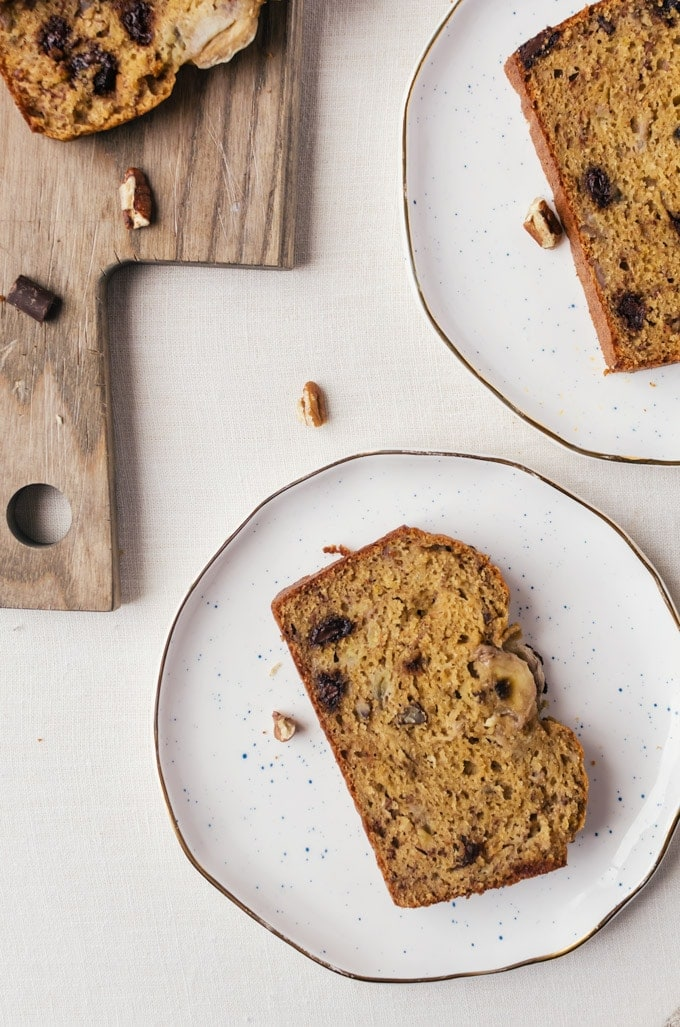 A healthy banana bread that is refined sugar free, butter free, and made with whole wheat. A delicious treat for breakfast or a midday snack