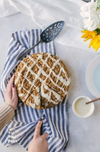 A simple cinnamon roll coffee cake that the family will adore