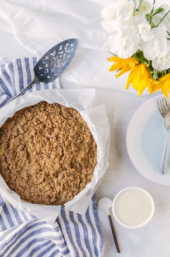 A sweet, crumbly cinnamon roll coffee cake everyone will love