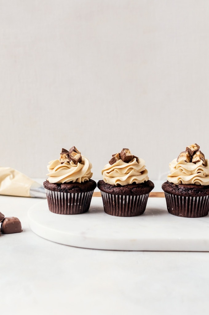 Moist, rich chocolate cupcake, caramel peanut filling, caramel frosting... everything you need to make unforgettable snickers cupcakes