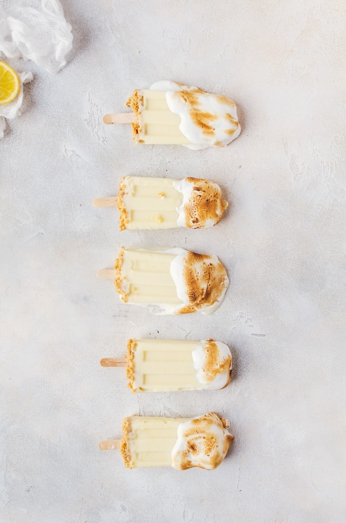 So sweet and refreshing. Everyone will fall in love with these lemon meringue pie popsicles