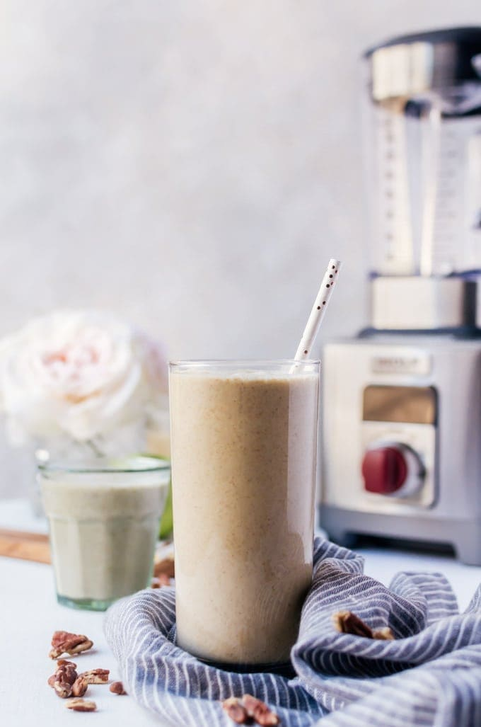 Apple pie smoothie mornings make the best mornings.