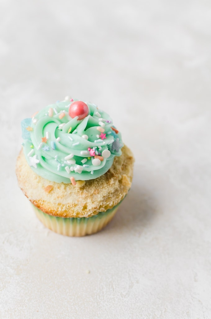 You don't need fancy decorations to make perfect mermaid cupcakes #cupcakes #mermaid
