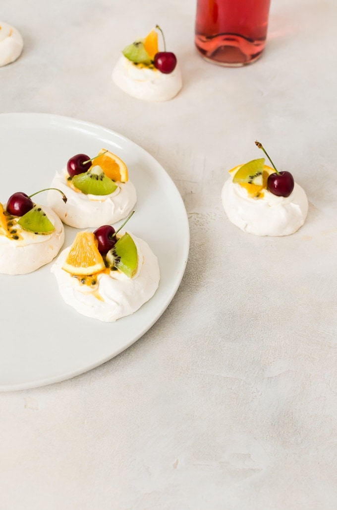 Hang out with a glass of wine and some mini pavlova this summer #pavlova
