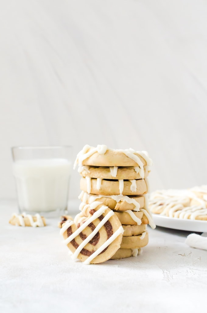 These cinnamon roll cookies taste just like your favorite breakfast item. #cinnamonroll #cookies