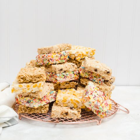 If you love rice crispy treats, you won't want to miss all these amazing variations #ricekrispietreats