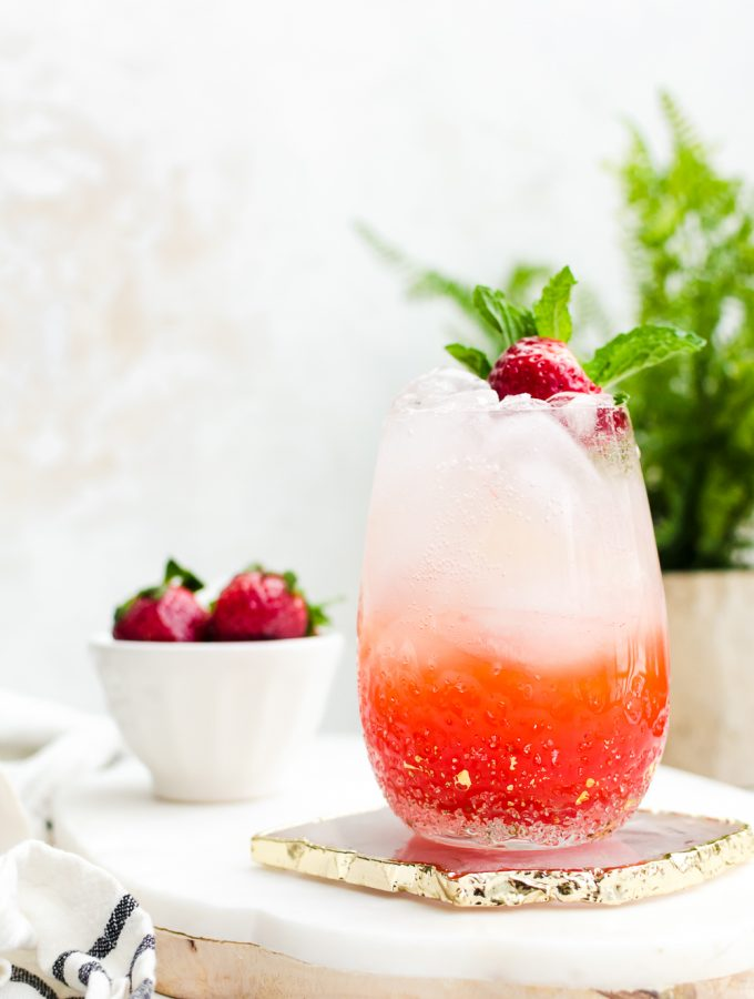 hero image strawberry champagne mojito