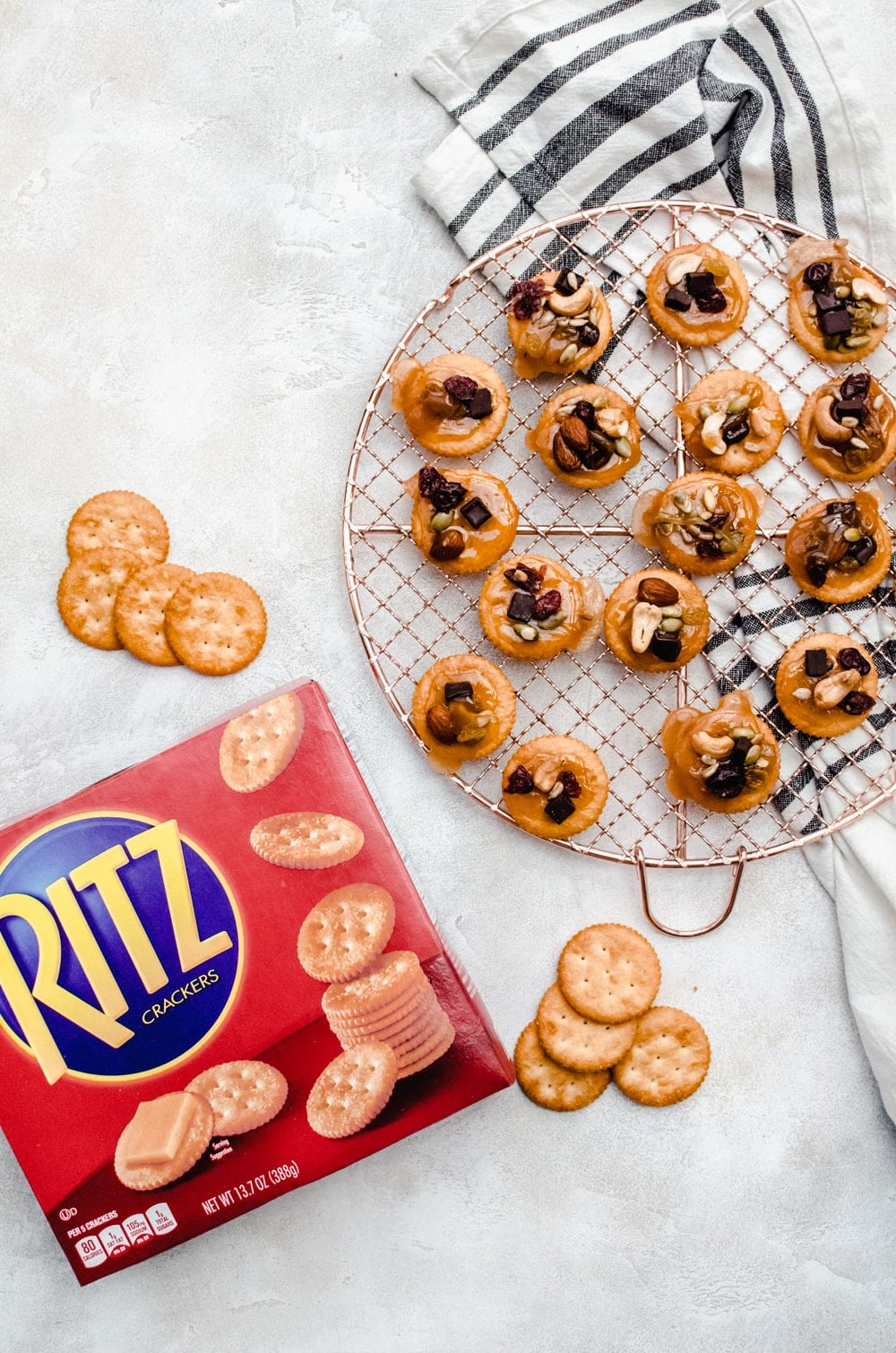 overhead toffee bites with ritz crackers