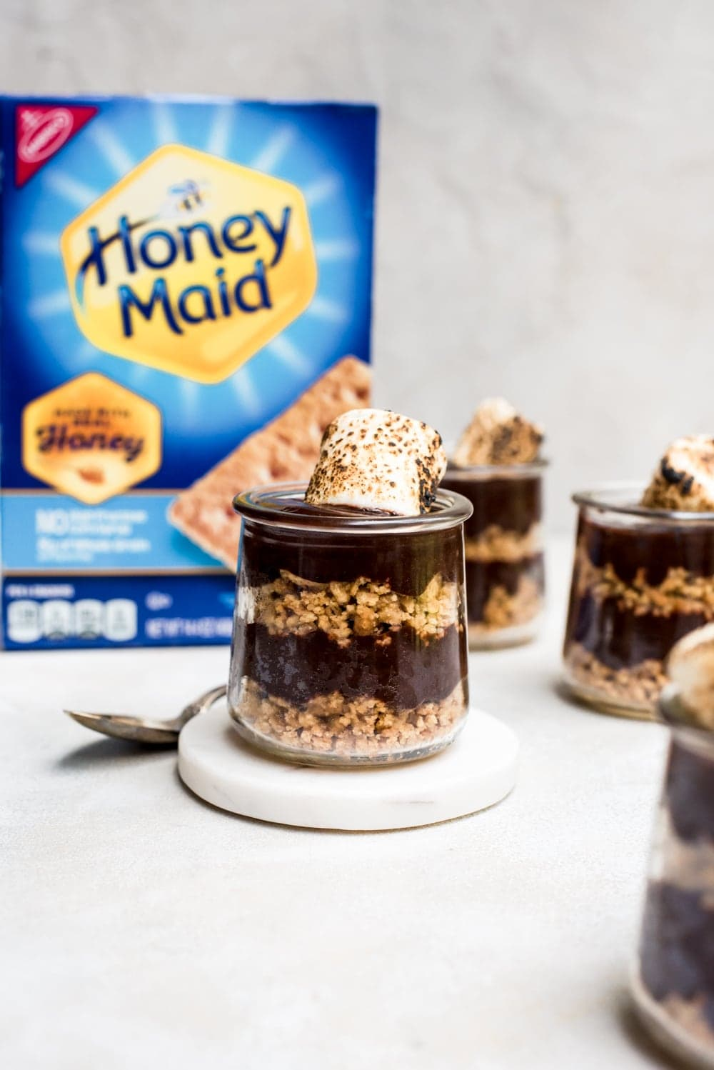 s'mores pudding with graham crackers