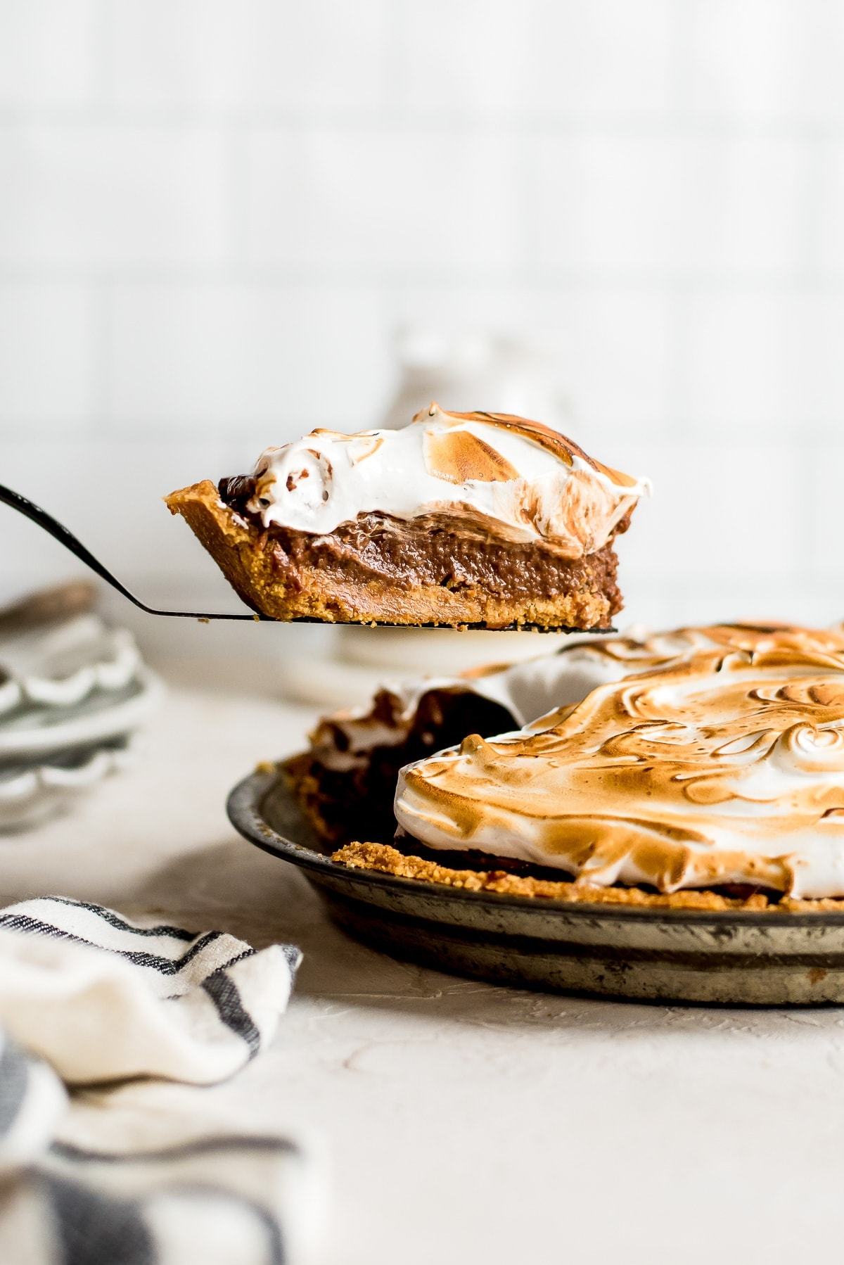slice of pie being pulled out of pan